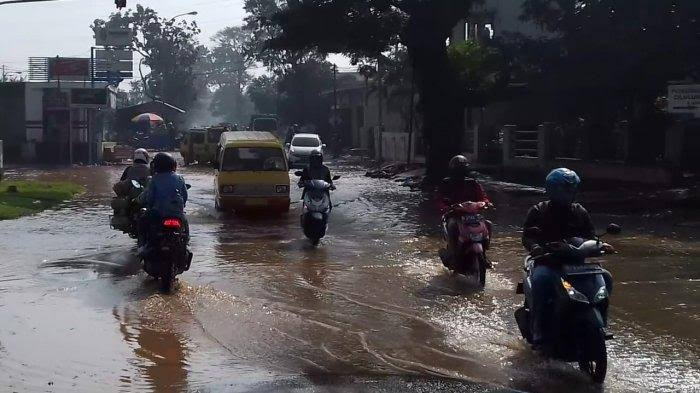 Waspada Cuaca Ekstrem 18-24 Oktober, Seluruh Wilayah Indonesia Berpotensi Hujan