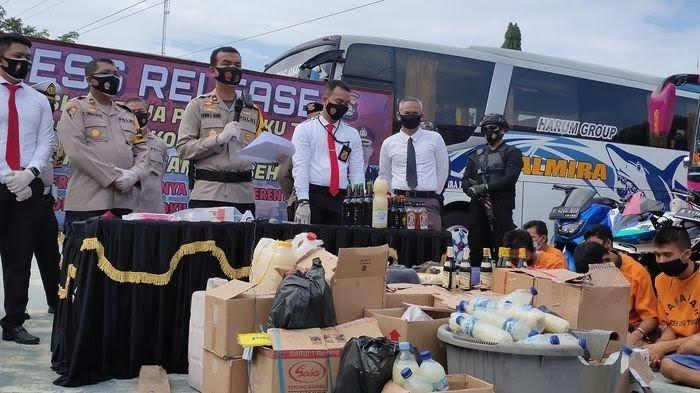 Hasil Operasi Cipta Kondisi, Polres Oku Timur Amankan Ratusan Liter Miras