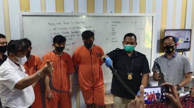 Polisi Ringkus Tiga Pelaku Penyerangan Antar Kelompok Beserta Sajam di KI Palembang